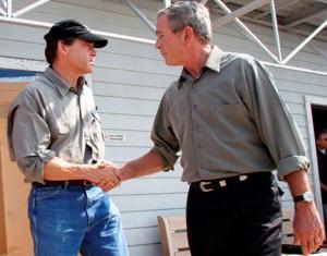 Perry cumprimenta Bush