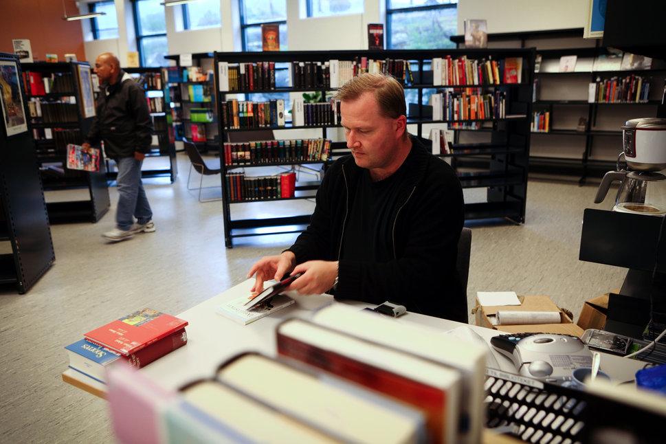 biblioteca presídio noruega