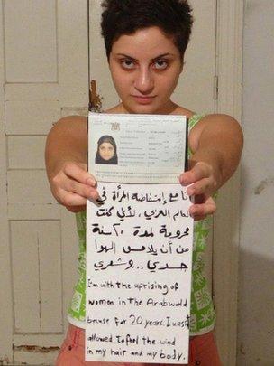 Jovem síria posta foto sem véu no Facebook polêmica Dana Bakdounis