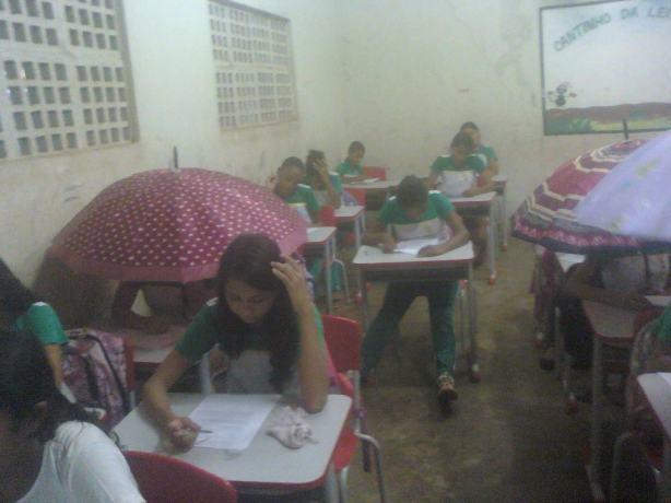escola sem teto maranhão chuva