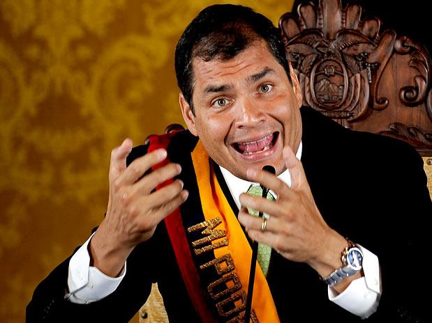 rafael correa Equador reduz lucro dos bancos