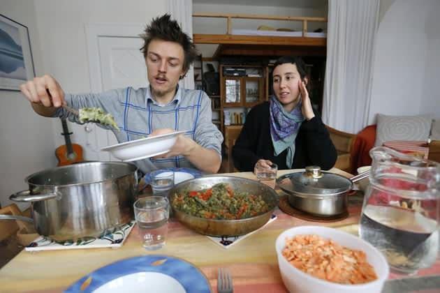 família alemã vive sem dinheiro