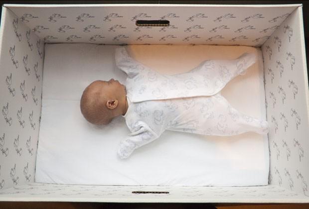 bebê caixa papelão finlândia