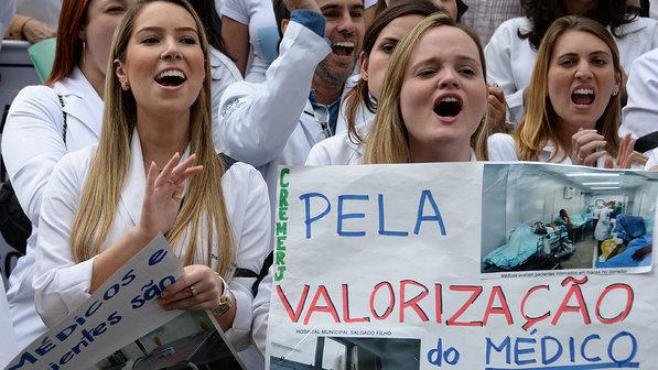 protesto médicos brasileiros