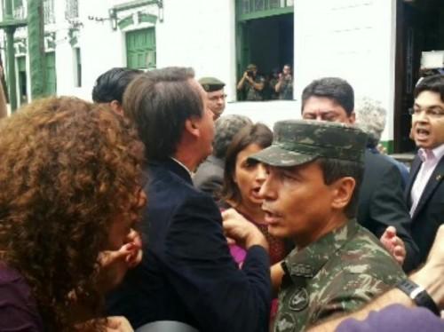 Bolsonaro agride senador Randolfe comissão da verdade