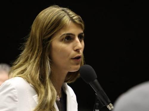 deputada Manuela D'Ávila rebate machismo de Duarte Nogueira