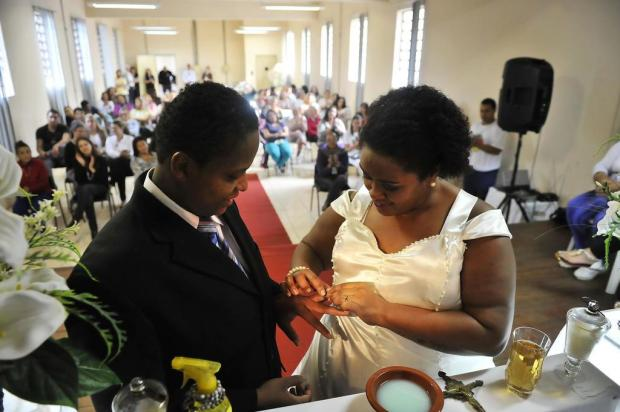 casamento de duas mulheres apaixonaram na prisão