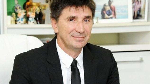 José Janguiê Bezerra Diniz novo bilionário da Forbes engraxate