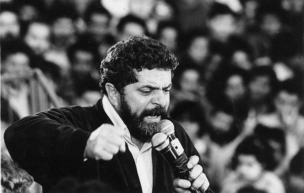 Após primeiro turno apertado, Lula recebeu apoio de candidatos de esquerda e esteve próximo de vencer Collor (Foto: Niels Andreas/Folhapress)