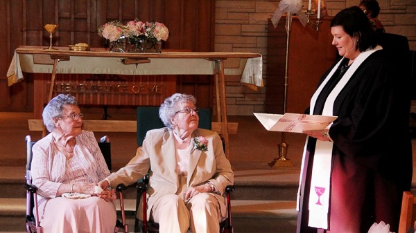 mulheres casam idosas namoro