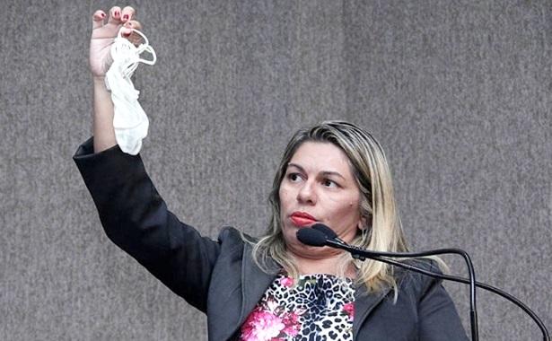 Vereadora Aracaju calcinha camara protesto