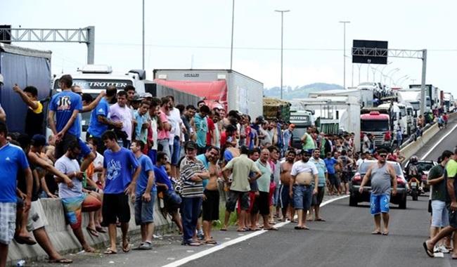 direita cidadãos de bem manifestação greve caminhoneiros