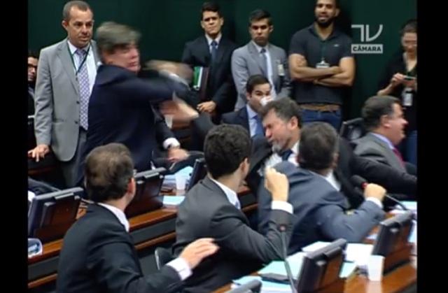 Eduardo Cunha deputados tapas Conselho Ética