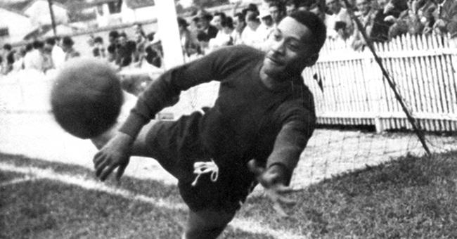 trajetória futebol negros preconceito racismo