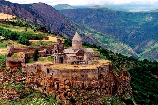 Autora conta por que não há nenhum país no mundo parecido com a Armênia ásia antigo cultura