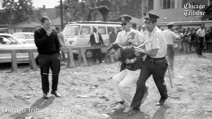 Bernie Sanders foto preso protesto
