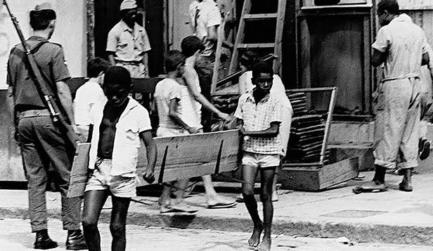 ditadura militar agia nas favelas do Rio de Janeiro