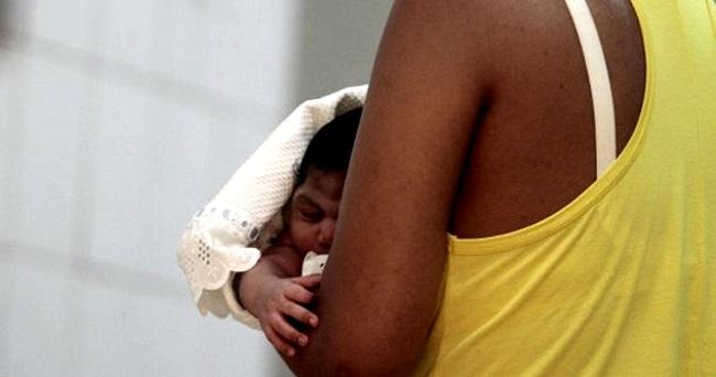 pais abonam família microcefalia mães filhos