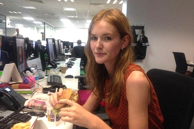 jornalista Phoebe Jackson-Edwards alimenta fast food 7 dias
