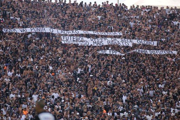 Torcida Corinthians merenda Globo