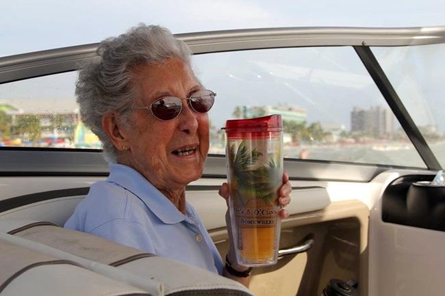 mulher 90 anos câncer viajar mundo