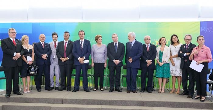 Dilma apoio juristas contra impeachment