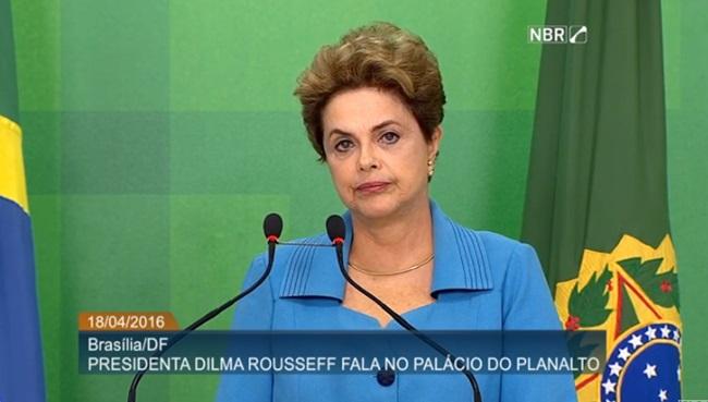 dilma entrevista votação impeachment  golpe indignada