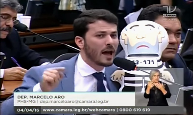 comissão impeachment circo palhaço marcelo aro