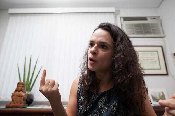 Janaina Paschoal chora Dilma