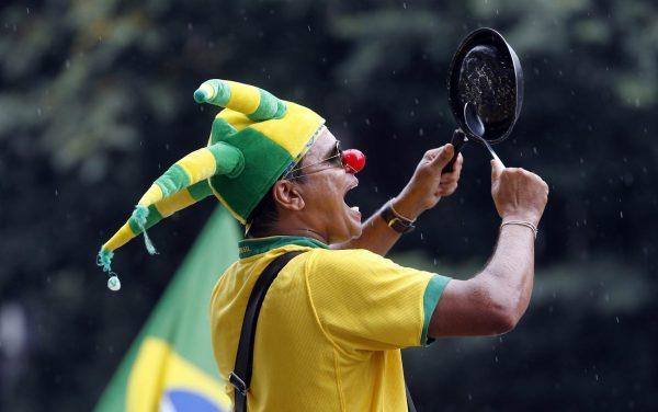 manifestantes contra a corrupção desapareceram bater panela brasil