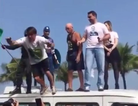 bolsonaro stage diving