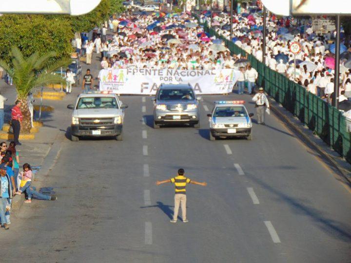 menino marcha homofobia gays méxico