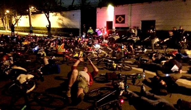ciclista casa joão doria são paulo ciclovia manifestação