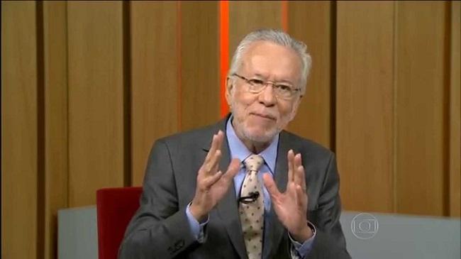 Alexandre Garcia volta atrás em comentário mansão de Lula Punta