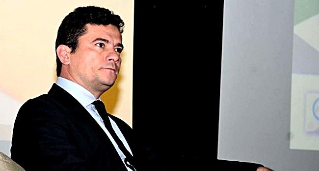 sérgio moro violou código penal audiência lula