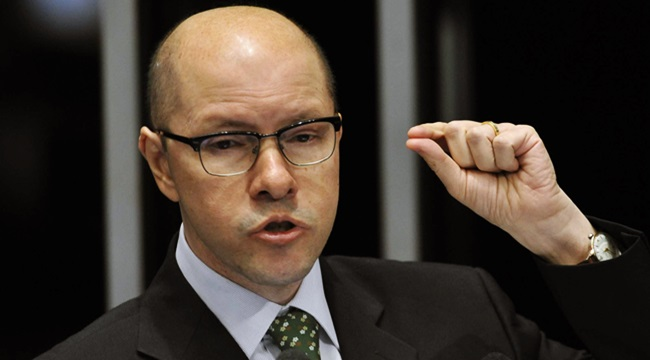 Demóstenes Torres já recebeu R$ 2,2 milhões sem trabalhar