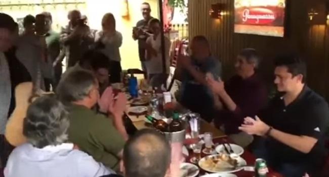 vídeo sérgio moro aplaudindo música prender vagabundo