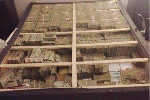 brasileiro-dinheiro-colchao-eua