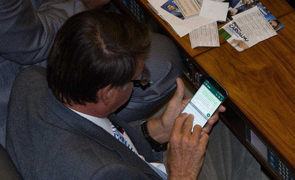 Bolsonaro se irrita filho voto celular conversa