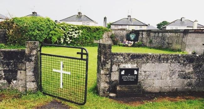 bebês são achados em fossa orfanato católico na Irlanda
