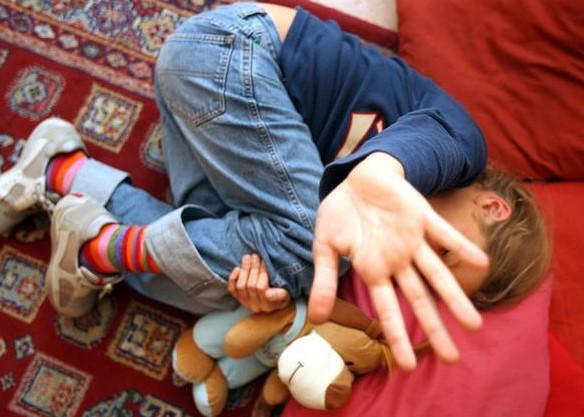 menino abusado itália 13 anos