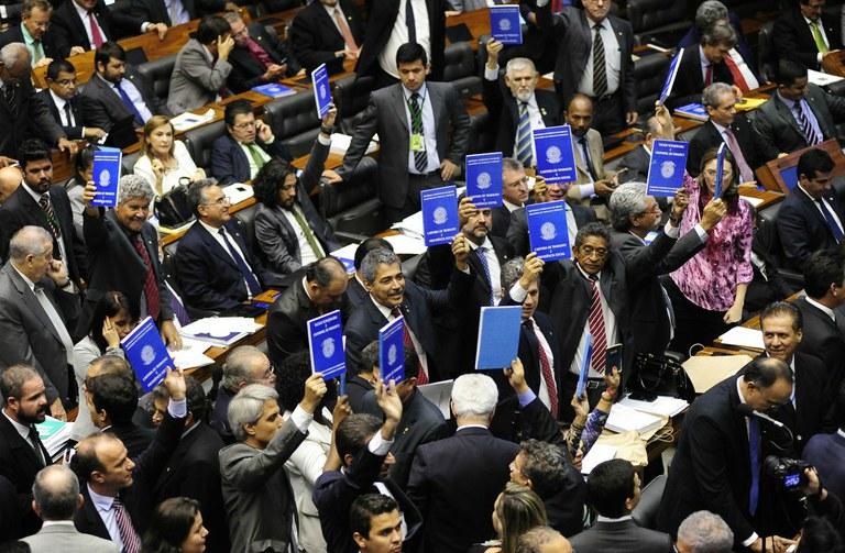 Terceirização escravidão votação deputado