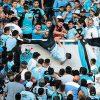 torcedor-atirado-arquibancada-argentina