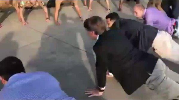 bolsonaro flexão com cabeça