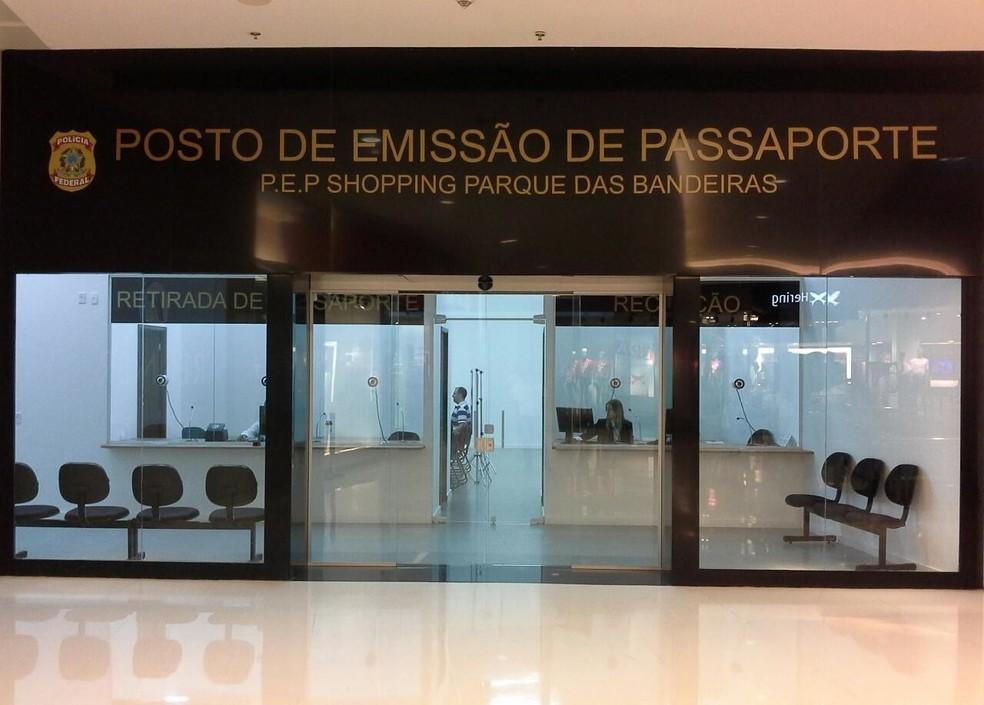 emissão passaportes dinheiro educação