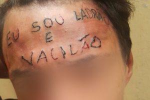 jovem-tatuagem-testa