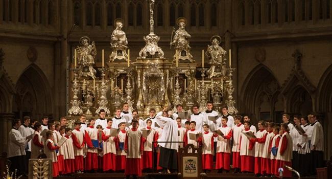 crianças de coral masculino católico foram violentadas Alemanha igreja pedofilia