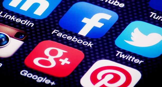 frear poder google facebook capitalismo vida privacidade