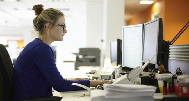ibge mulheres recebem menos homens mercado de trabalho