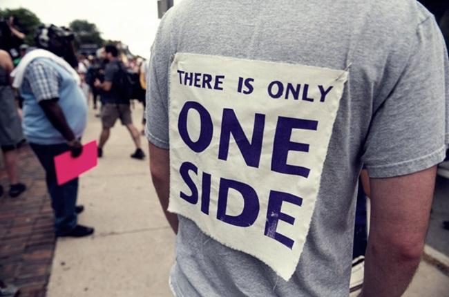 Marcha contra racismo boston recado supremacistas